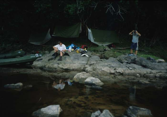 JUNGLECAMP OR RIVERCAMP MEREVARI.